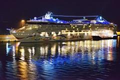Kreuzfahrt Ostsee Norwegian Star im Hafen von Petersburg